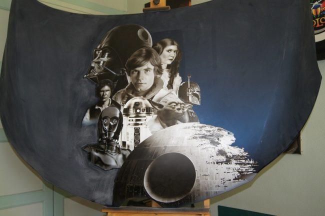 Le capot du Kadjar avec les personnages de Star Wars peints à l'aérographe